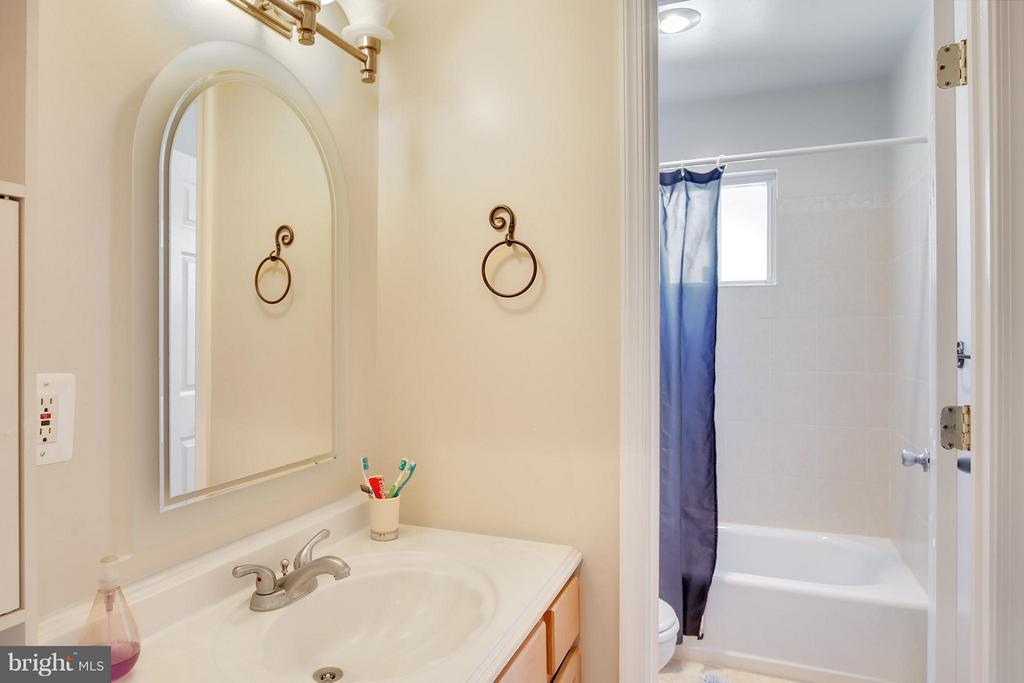 Bath - 6532 SPRING VALLEY DR, ALEXANDRIA