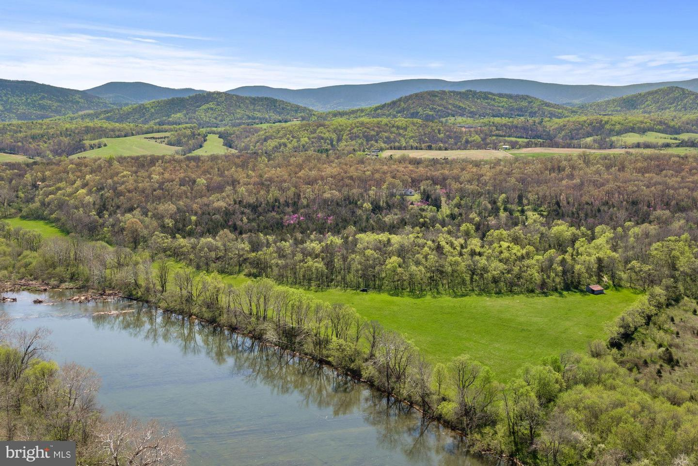 Single Family for Sale at 326 Thunderbird Rd Front Royal, Virginia 22630 United States