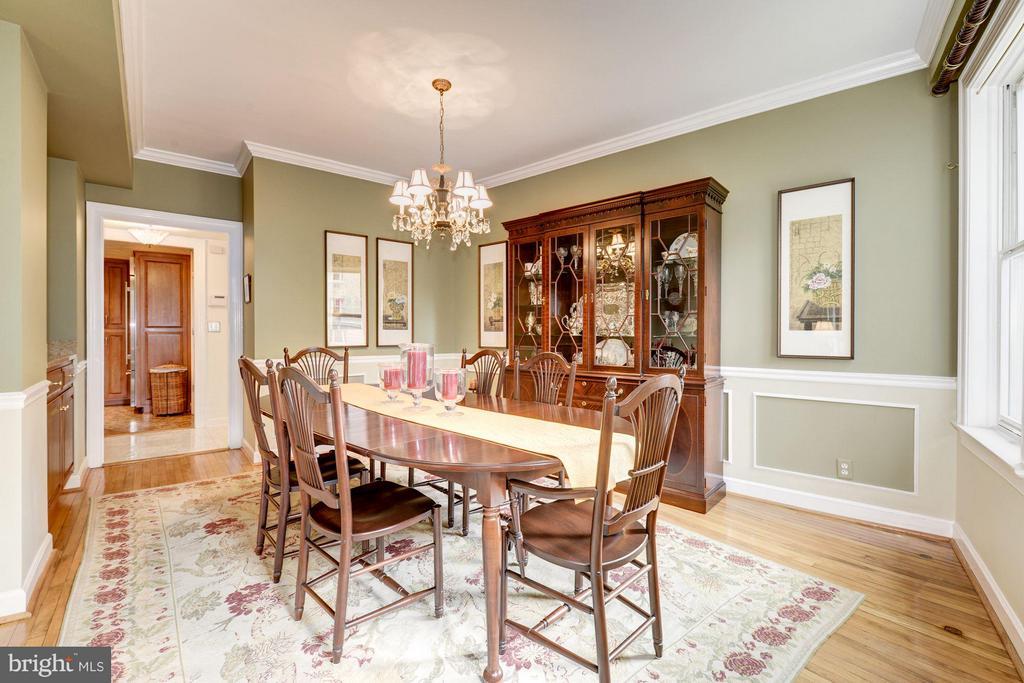 Large, light-filled dining room - 2301 CONNECTICUT AVE NW #2C, WASHINGTON
