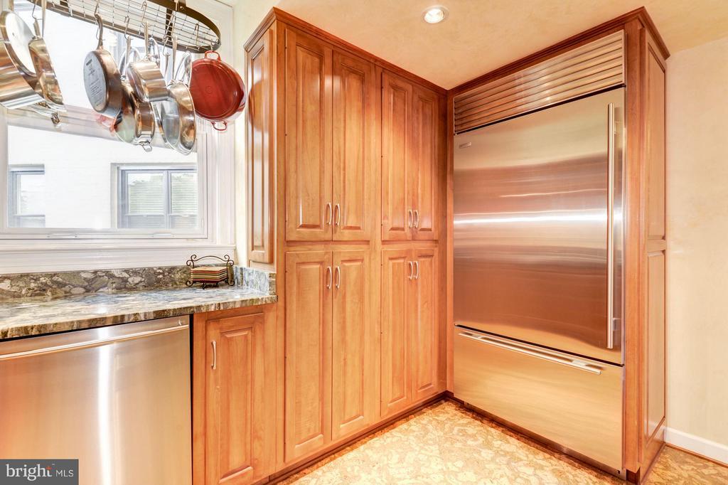 Gourmet kitchen with Sub-Zero refrigerator - 2301 CONNECTICUT AVE NW #2C, WASHINGTON