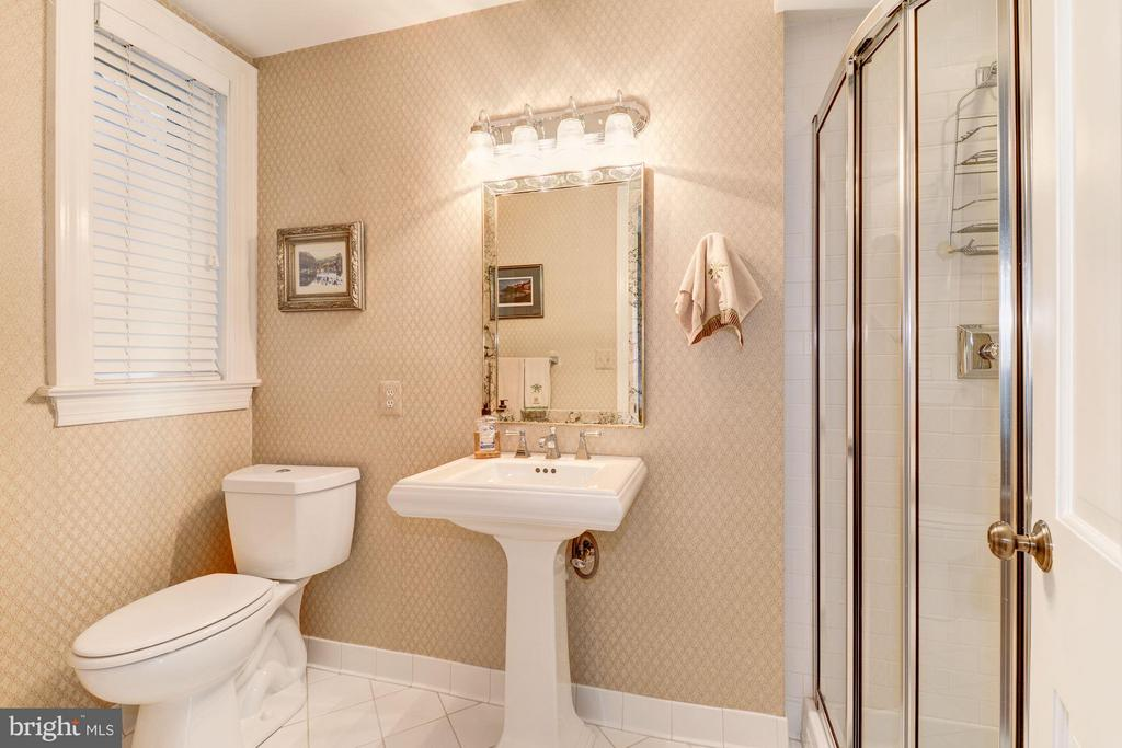 2nd bedroom en suite bath - 2301 CONNECTICUT AVE NW #2C, WASHINGTON