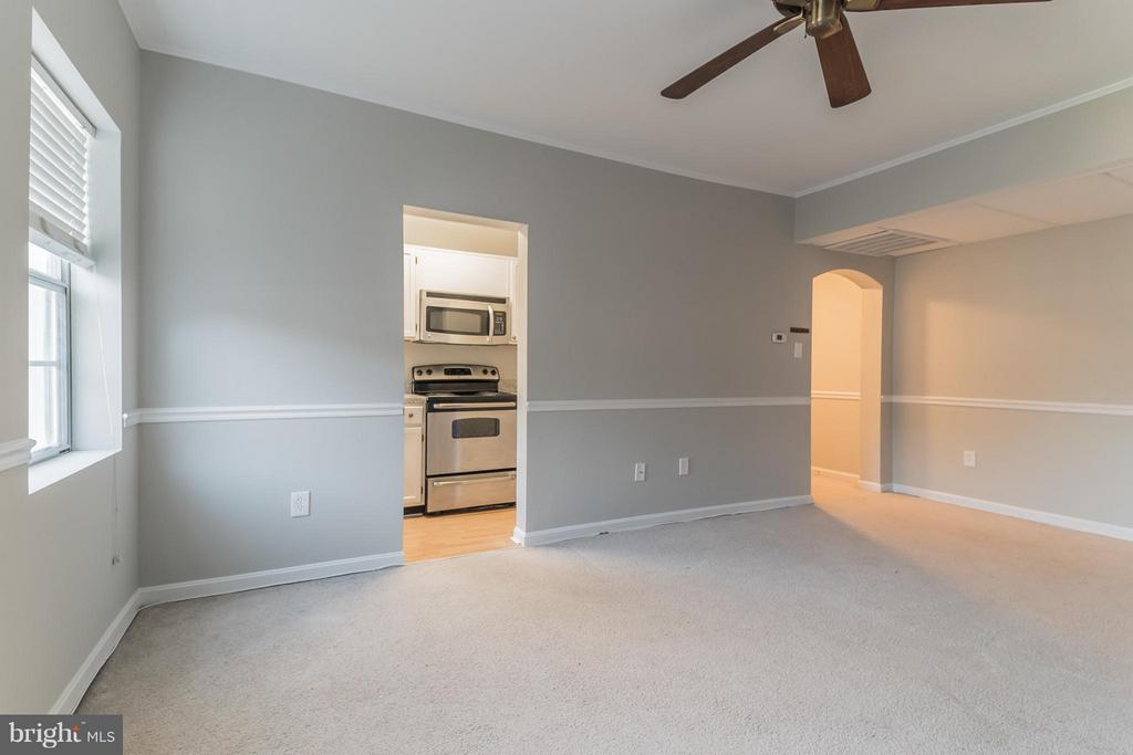 Living Room/Dining Area, View 1 - 1913 KEY BLVD #573, ARLINGTON