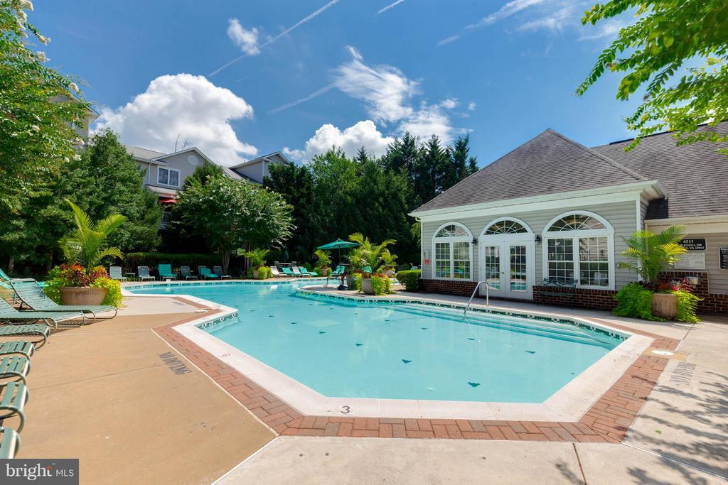 A place to cool off!! - 4502 SUPERIOR SQ, FAIRFAX