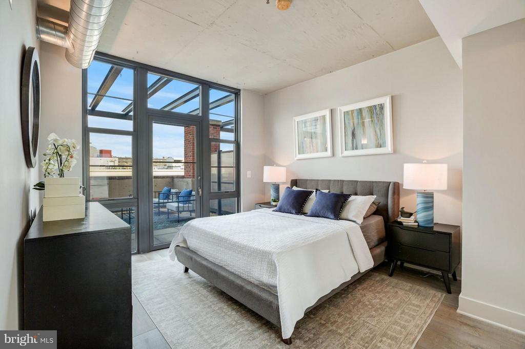 Large Master Bedroom - 2125 14TH ST NW #815, WASHINGTON