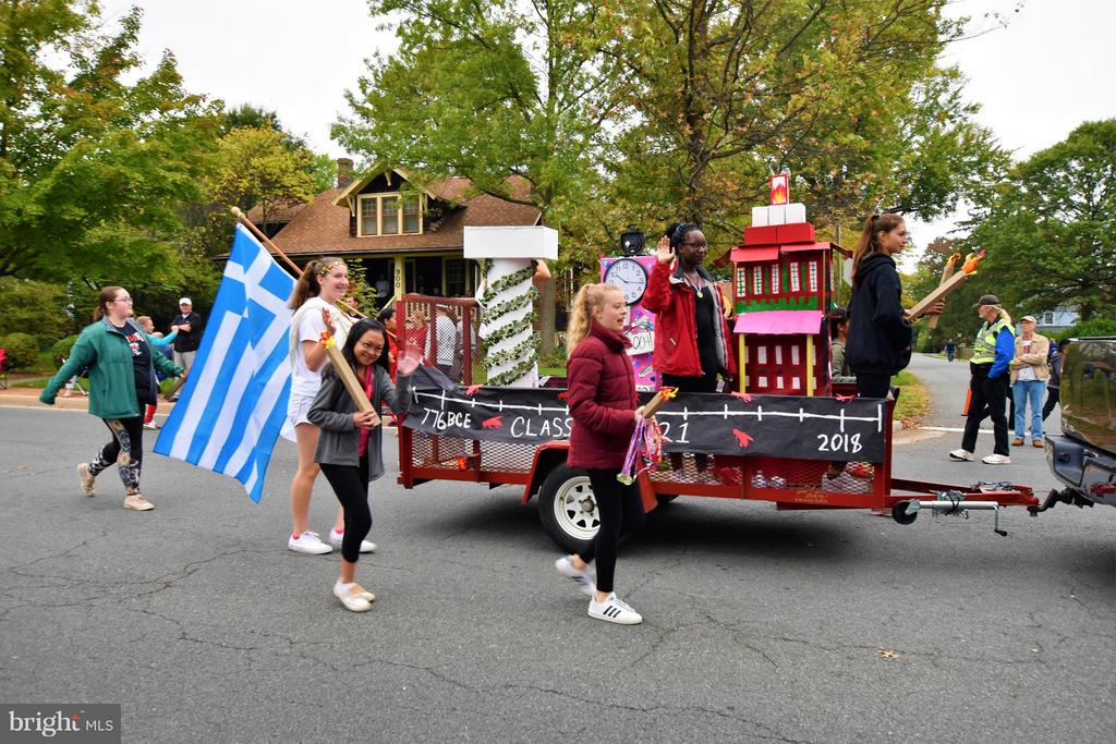 Homecoming Parade - 637 JEFFERSON ST, HERNDON