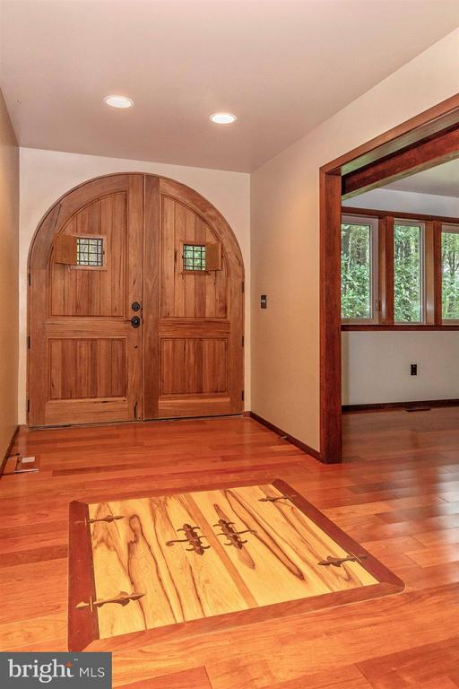 Arched double entry doors & beautiful Cherry inlay - 914 TREVANION RD, UNION BRIDGE