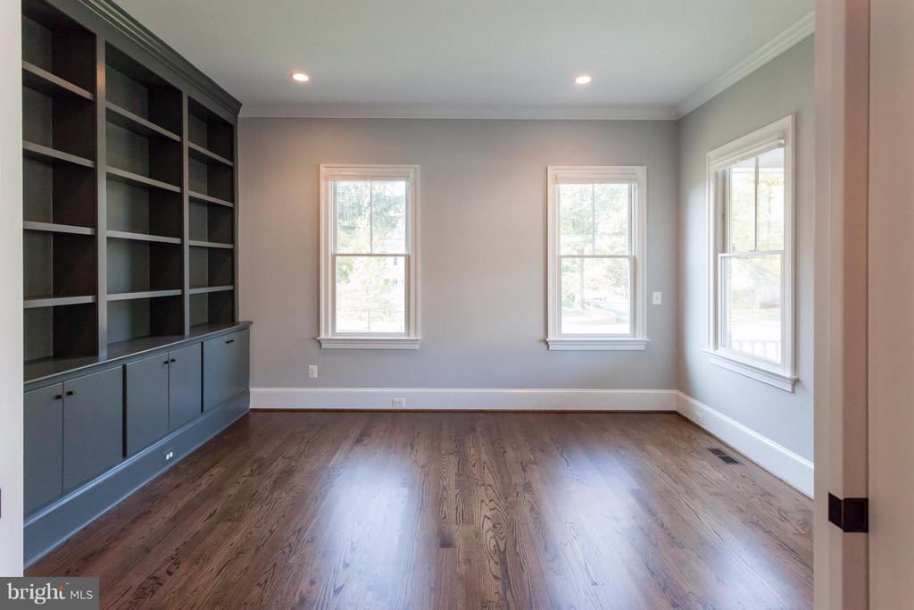 Study with Pocket Doors & Built Ins - 1723 BARTON ST N, ARLINGTON