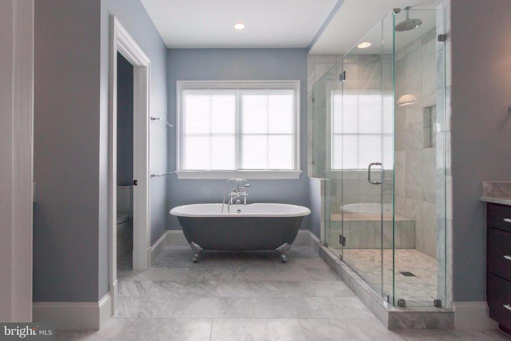 Master Bath - 1723 BARTON ST N, ARLINGTON