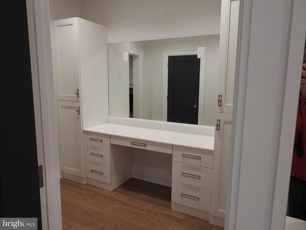Bath (Master) - RIDGEVIEW RD, ARLINGTON