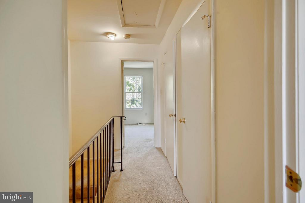 Upstairs hallway - 15656 CLIFF SWALLOW WAY, ROCKVILLE