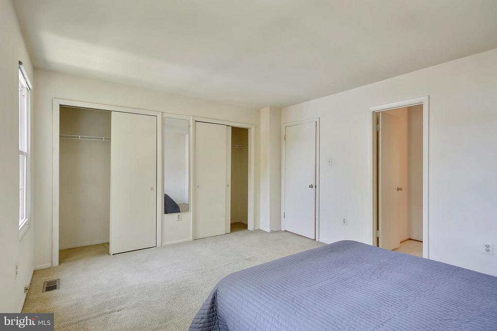 Spacious bedroom - 15656 CLIFF SWALLOW WAY, ROCKVILLE