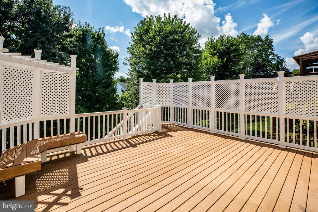 Gorgeous deck and maintenance free - 10 STURBRIDGE LN, STAFFORD