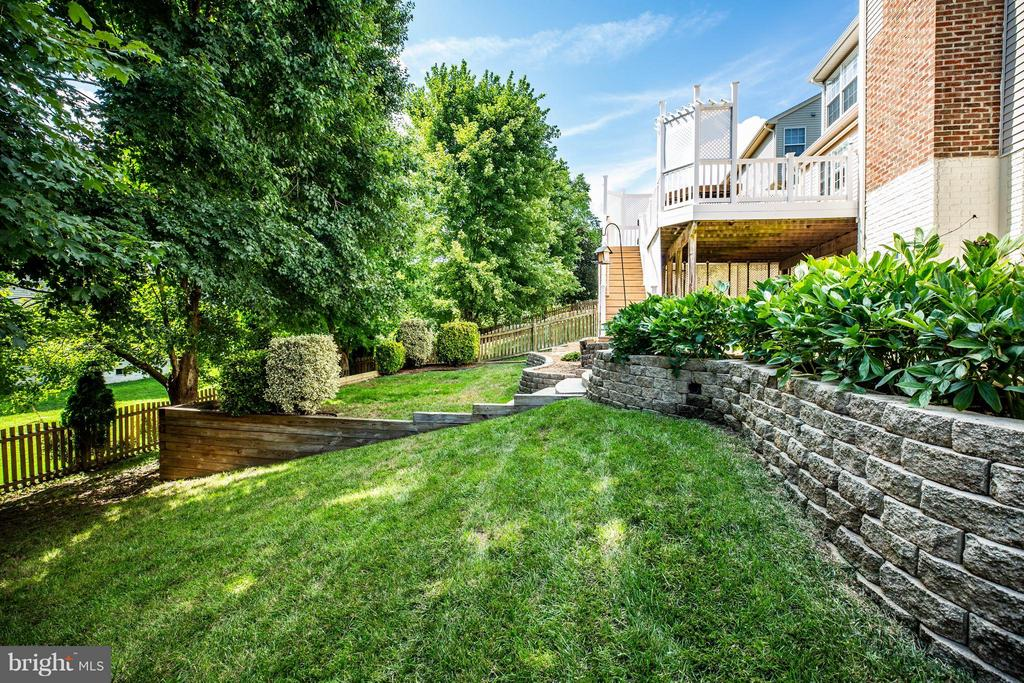 Terraced landscape is beautiful - 10 STURBRIDGE LN, STAFFORD