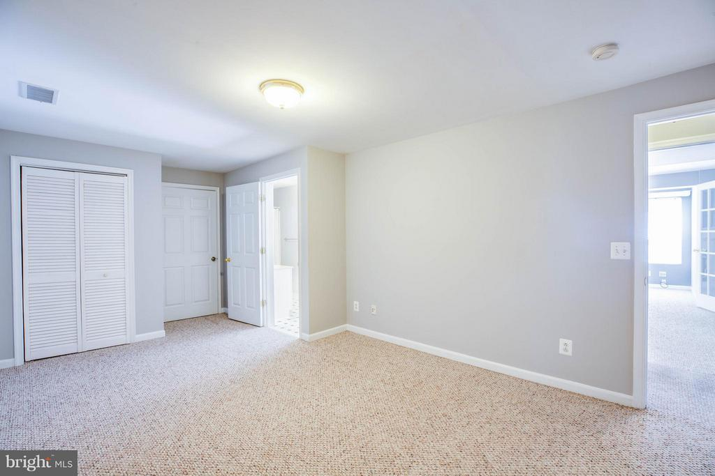 Flex room with 2 egresses - potential 5th bedroom - 10 STURBRIDGE LN, STAFFORD
