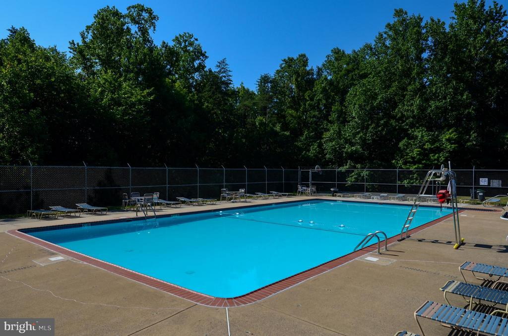 Community Pool for summertime fun - 10 STURBRIDGE LN, STAFFORD