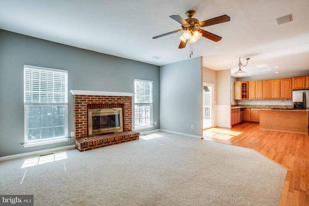 Open floor plan and tons of natural light - 10 STURBRIDGE LN, STAFFORD