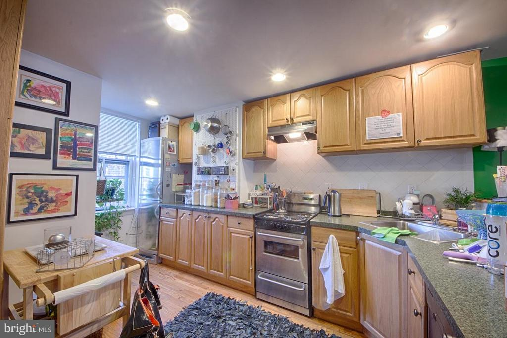 Kitchen - 216 4TH ST SE, WASHINGTON