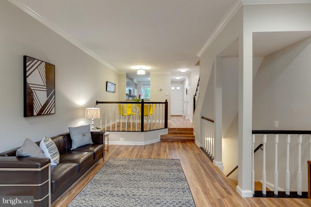 Nice Open Floor Plan! - 11189 SILENTWOOD LN, RESTON