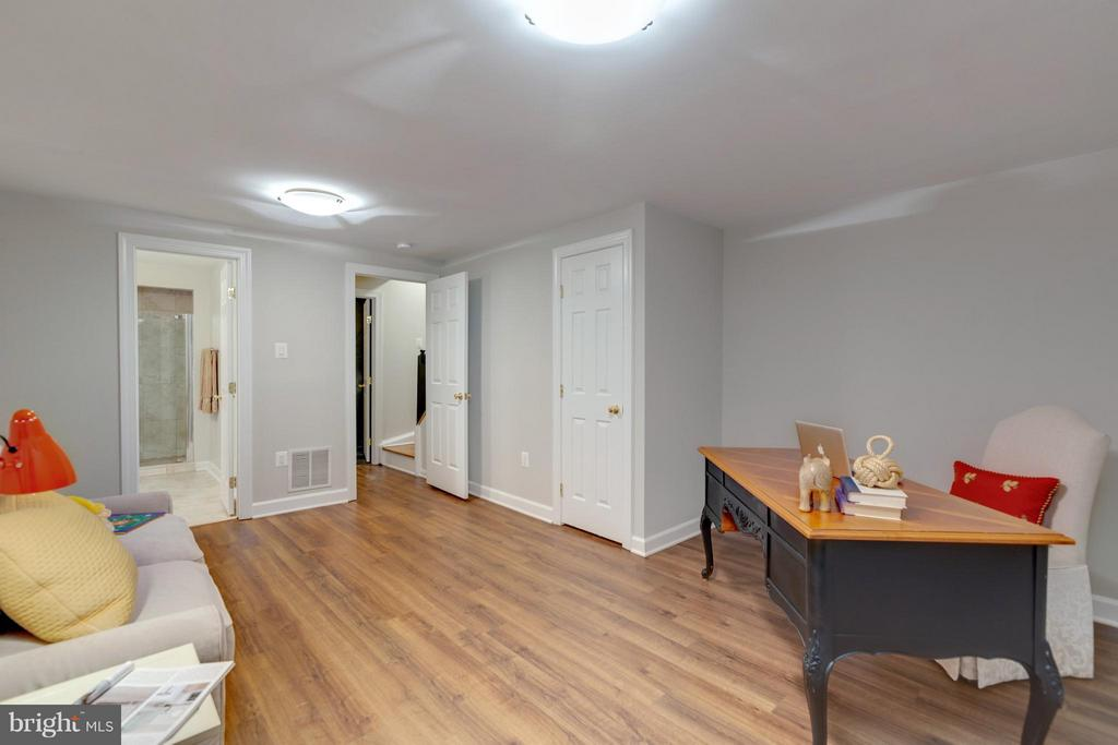 View towards Bath and Utility Room - 11189 SILENTWOOD LN, RESTON