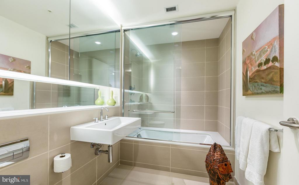 Bath - 925 H ST NW #712, WASHINGTON