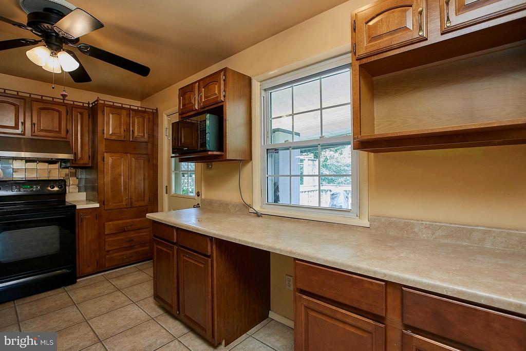 Kitchen w/ updated appliances opens to huge deck - 4704 TIPTON LN, ALEXANDRIA