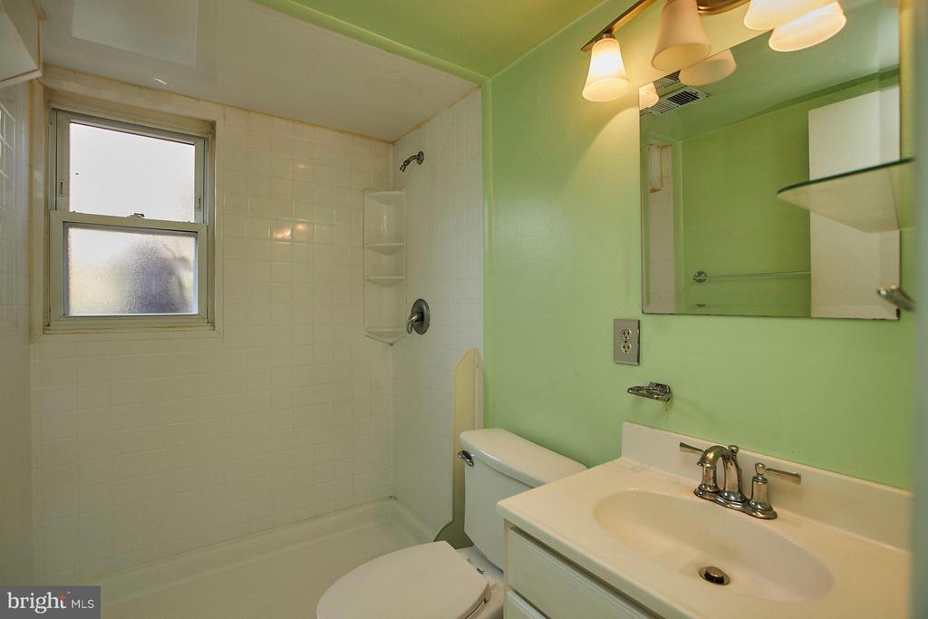 Bath - 4704 TIPTON LN, ALEXANDRIA