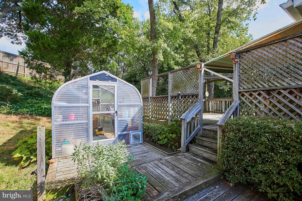 Backyard boasts 2 sheds, greenhouse, huge deck - 4704 TIPTON LN, ALEXANDRIA