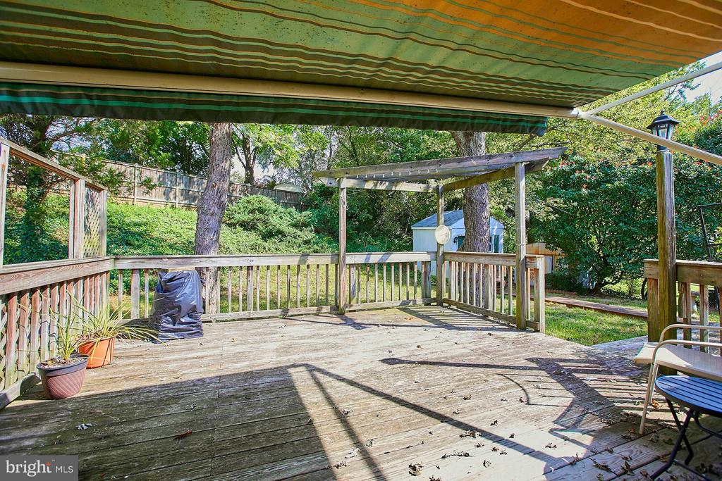 expansive deck for outdoor entertaining - 4704 TIPTON LN, ALEXANDRIA