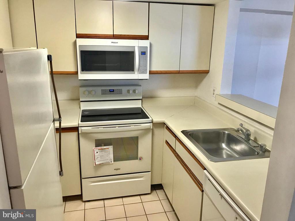Kitchen - 1951 SAGEWOOD LN #326, RESTON