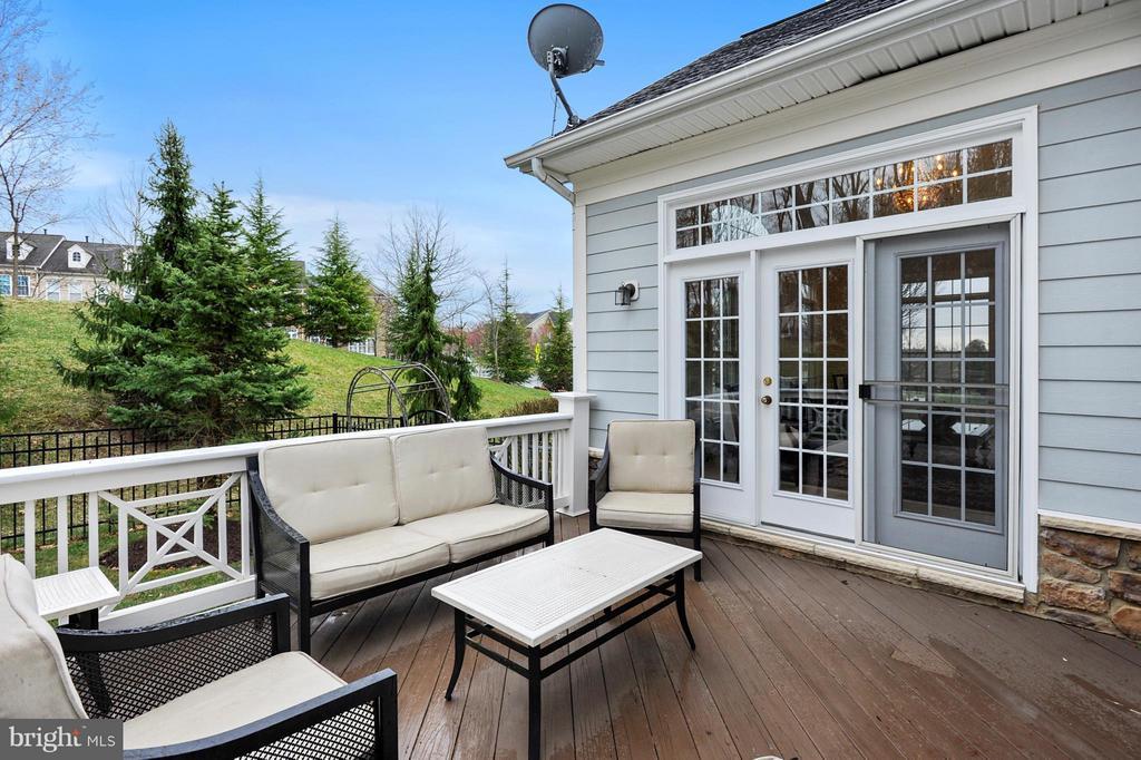 Nice sized porch - 43368 VESTALS PL, LEESBURG