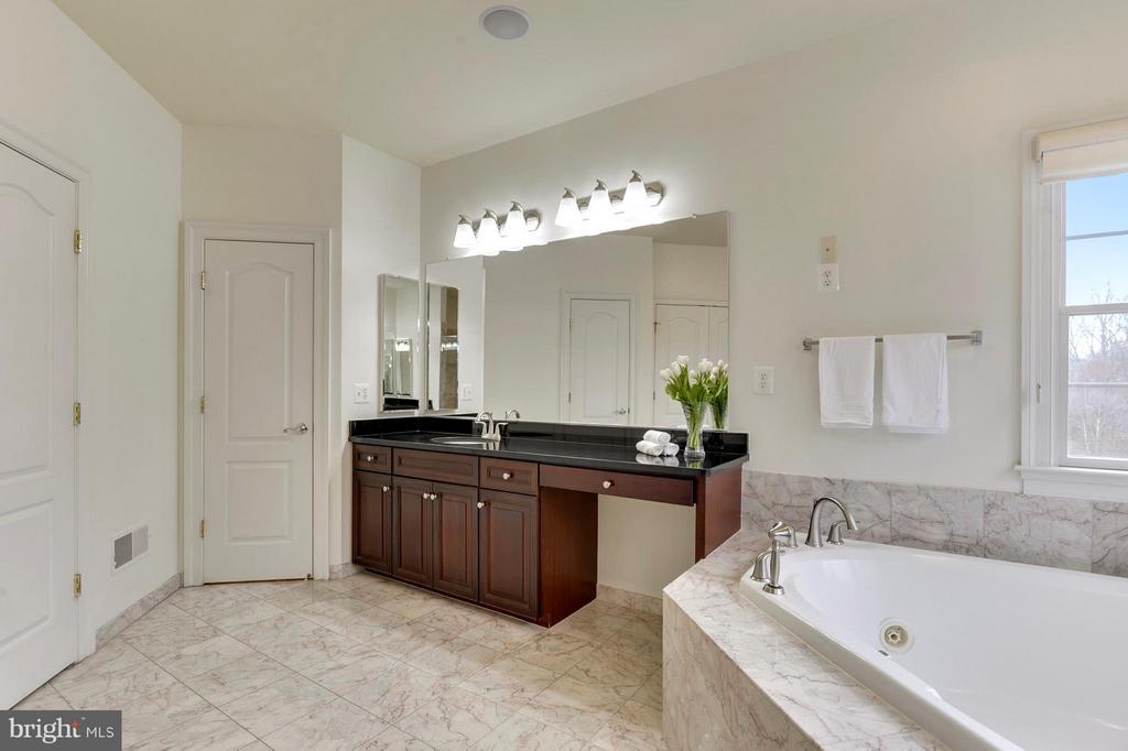Bath (Master) - 43368 VESTALS PL, LEESBURG