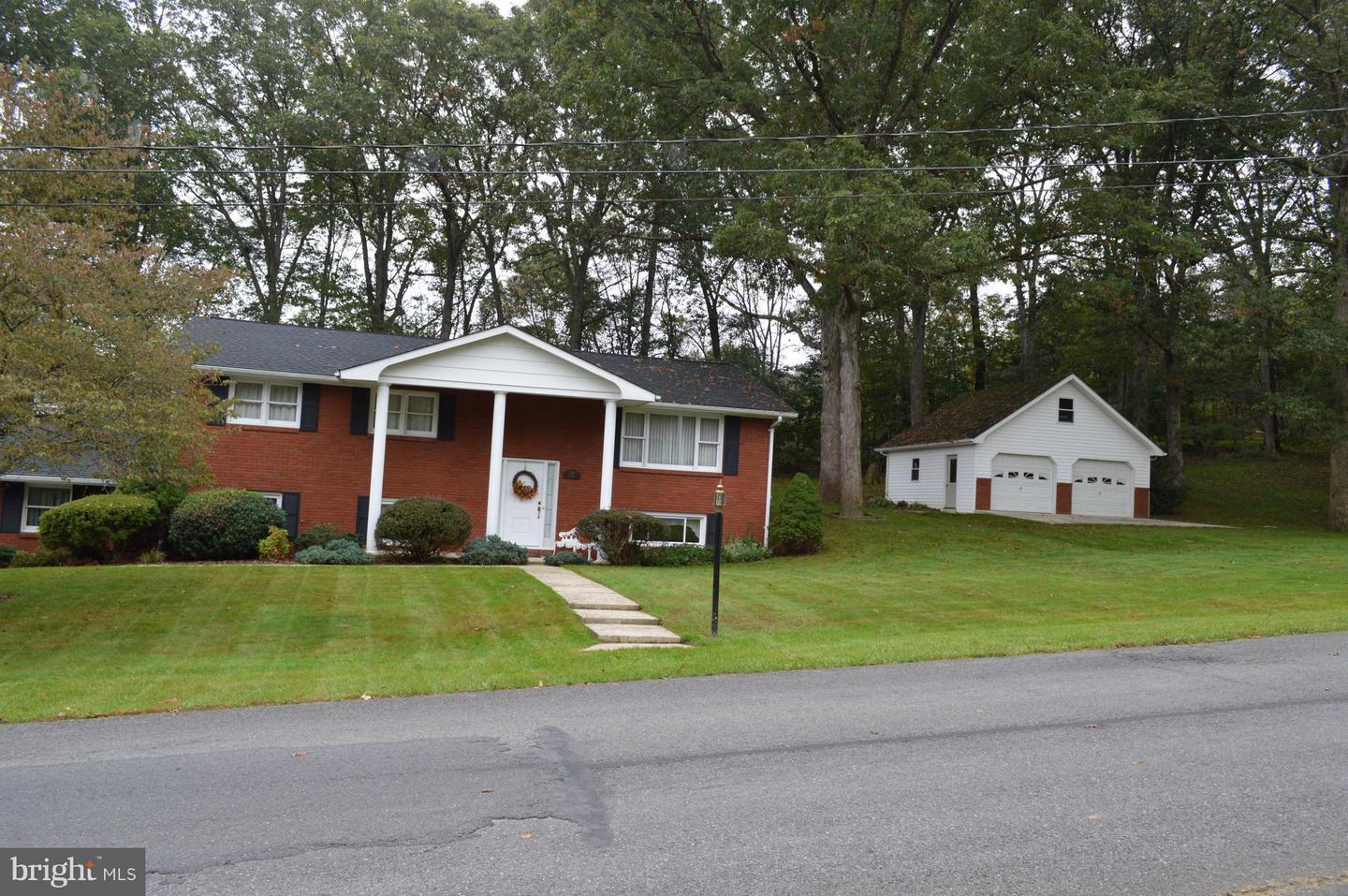 Single Family for Sale at 115 Leon Dr Fort Ashby, West Virginia 26719 United States