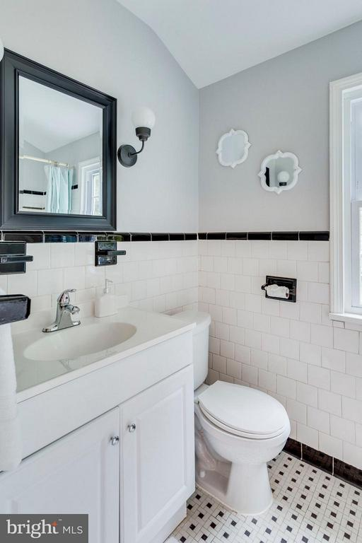 Upper Level Hall Bath - 9122 BUCKNER RD, ALEXANDRIA