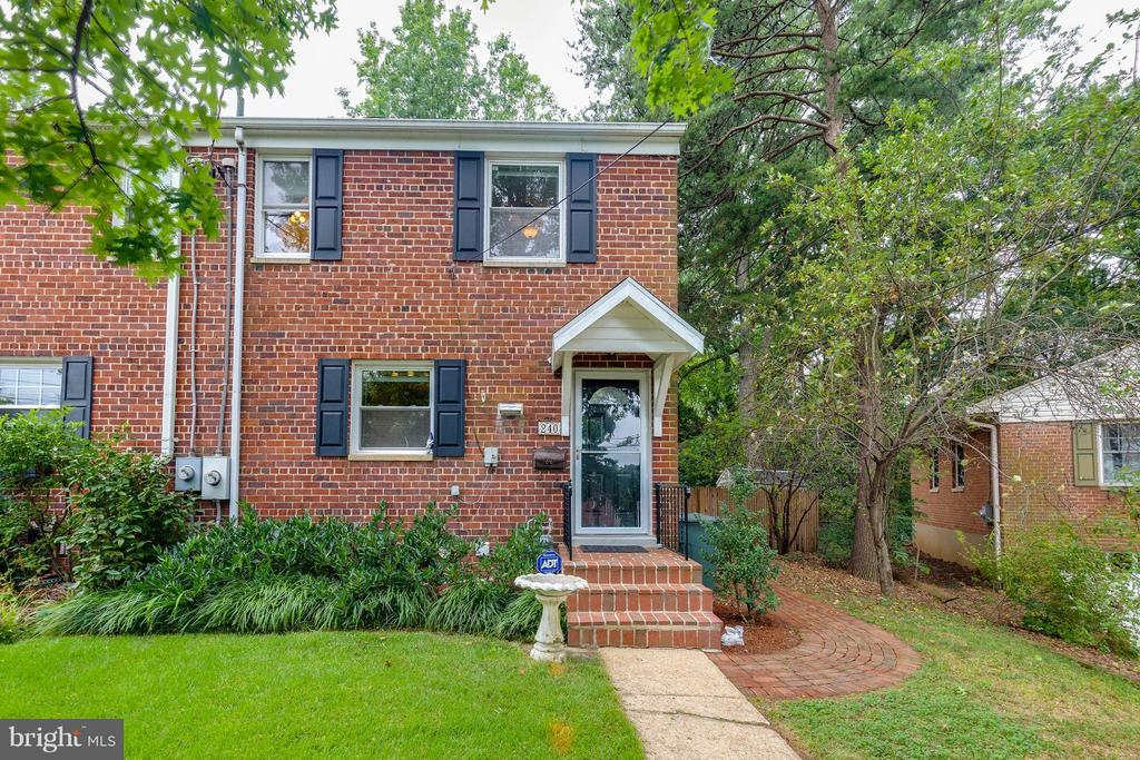 End Unit Town Home - 240 BURGESS AVE, ALEXANDRIA