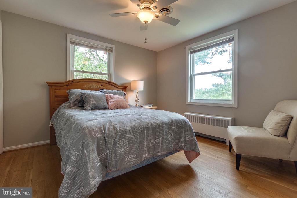 Large 2nd Bedroom - 240 BURGESS AVE, ALEXANDRIA