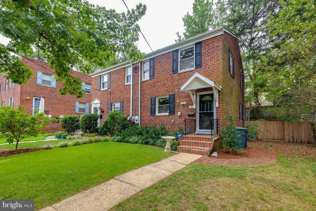Spacious rear and side yard - 240 BURGESS AVE, ALEXANDRIA
