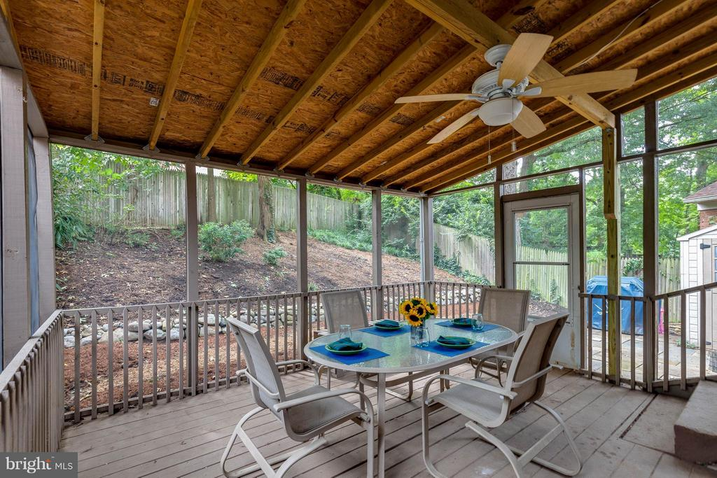 Private Screened in Porch - 240 BURGESS AVE, ALEXANDRIA