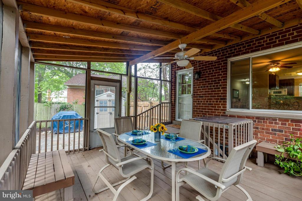 Large Yard with screened porch and shed - 240 BURGESS AVE, ALEXANDRIA