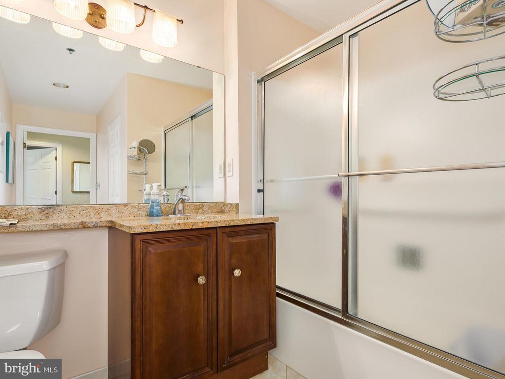 Bath - 900 TAYLOR ST #2108/12, ARLINGTON
