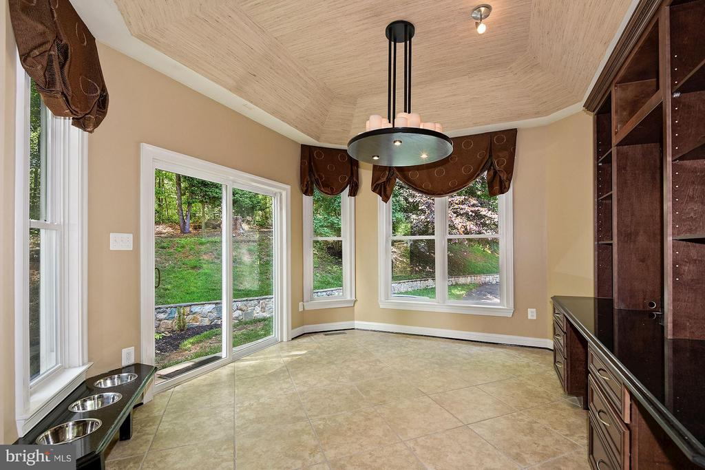 Breakfast Room w/ Walk-Out to Garden - 1416 WYNHURST LN, VIENNA
