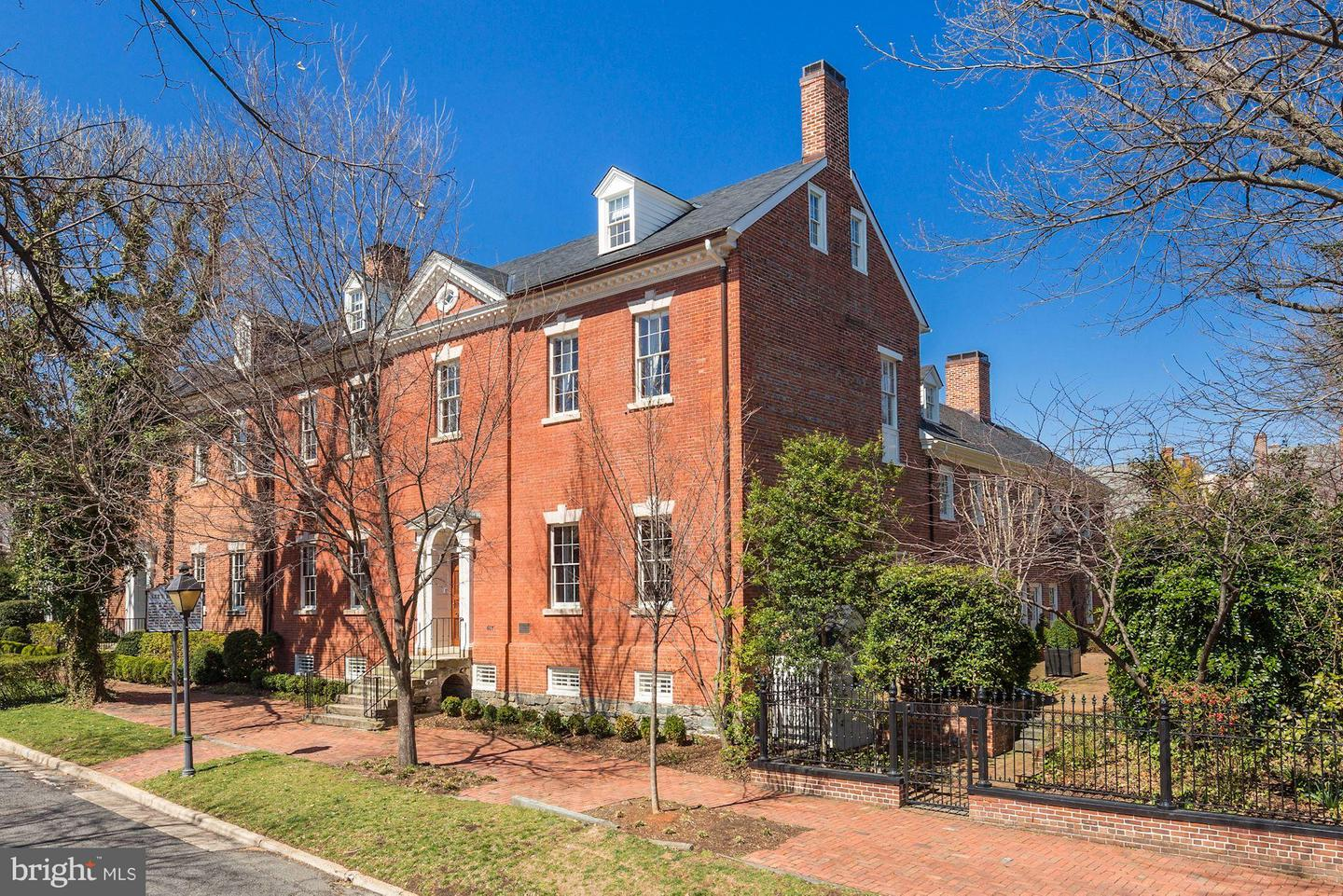 Single Family for Sale at 607 Oronoco St Alexandria, Virginia 22314 United States