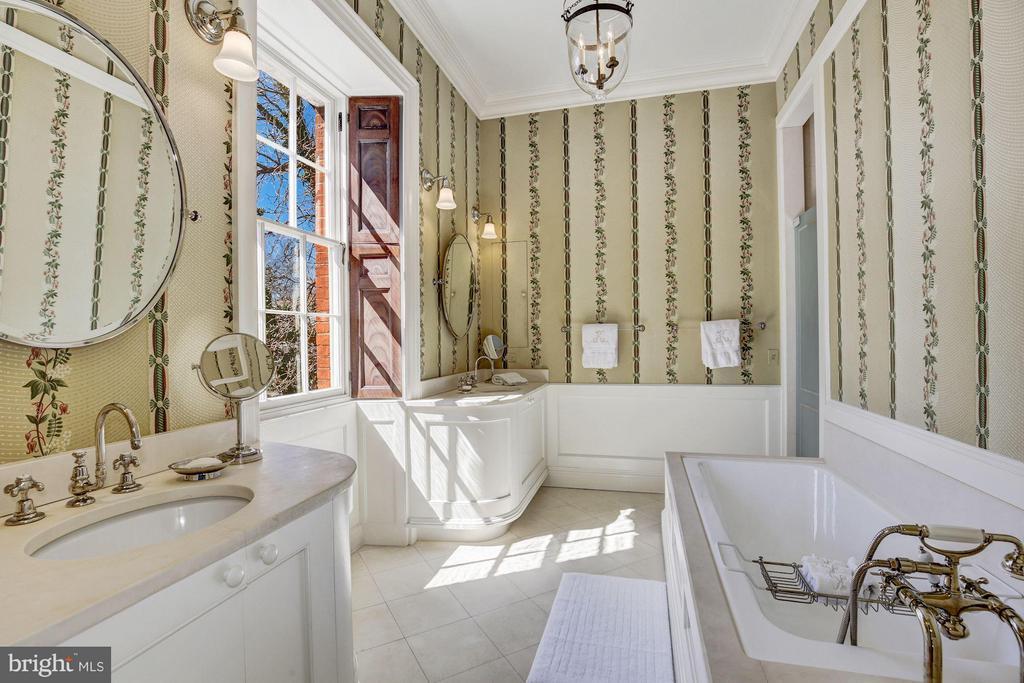 Bath (Master) - 607 ORONOCO ST, ALEXANDRIA