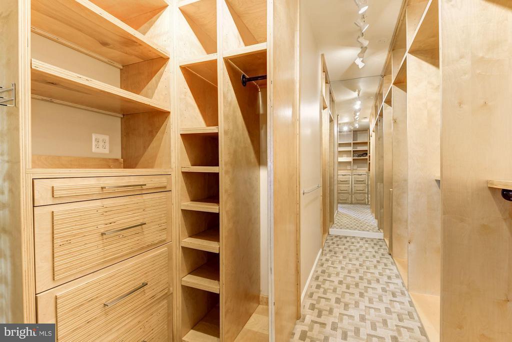 Master Closet - 1416 WYNHURST LN, VIENNA