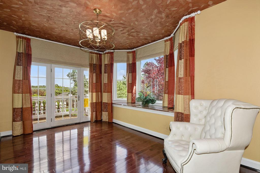 Sunroom w/ Balcony + Bay Window - 1416 WYNHURST LN, VIENNA