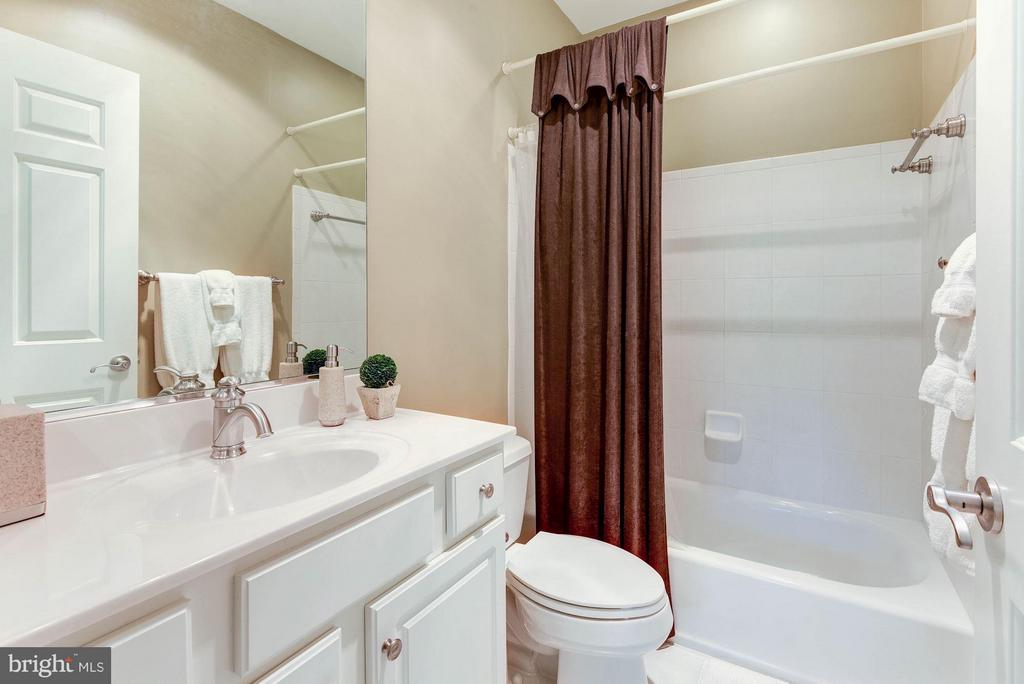 En Suite Bath - 1415 NASH ST N, ARLINGTON