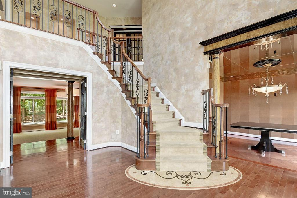 Two-Story Foyer - 1416 WYNHURST LN, VIENNA