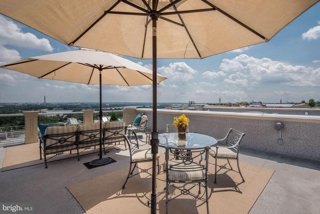 Private Rooftop with Views! - 1415 NASH ST N, ARLINGTON