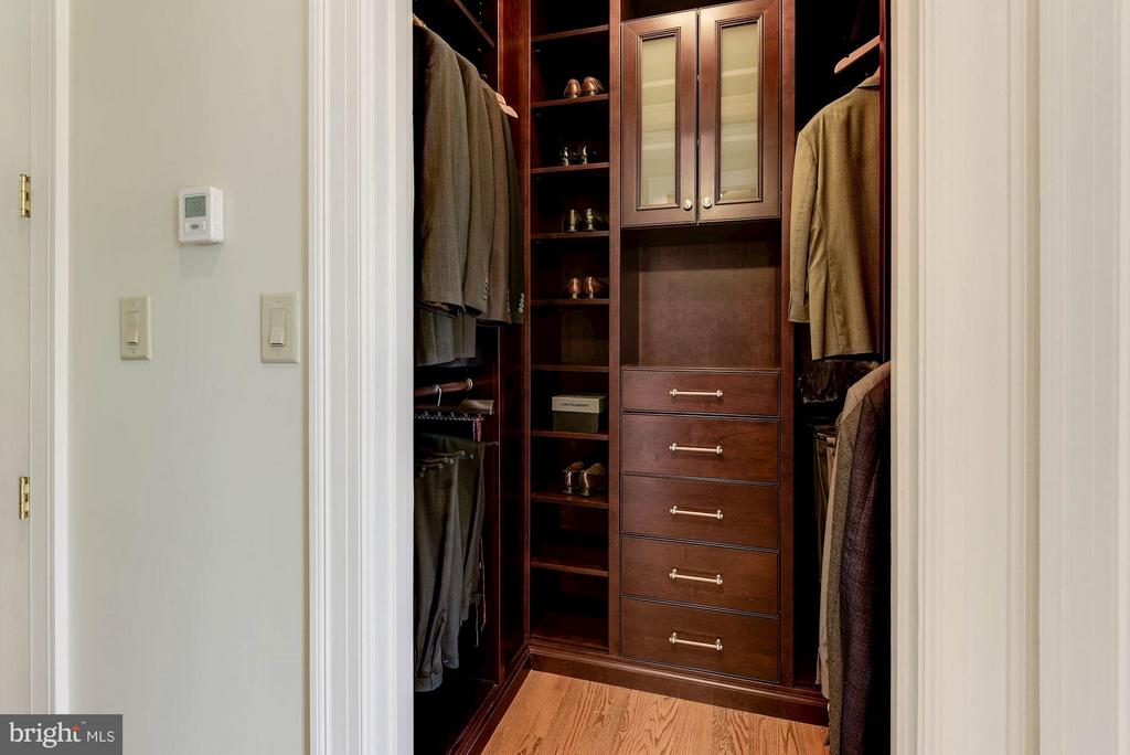Custom High-End Master Closets - 1415 NASH ST N, ARLINGTON