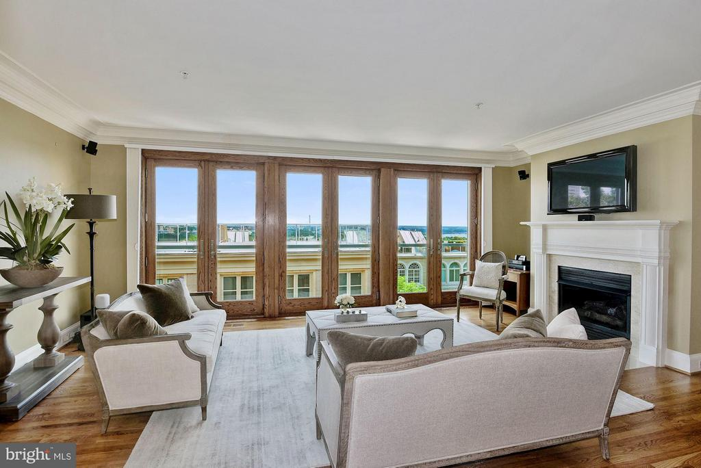 Living Room with Views! - 1415 NASH ST N, ARLINGTON