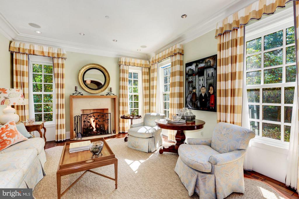 Living Room - 7019 NATELLI WOODS LN, BETHESDA